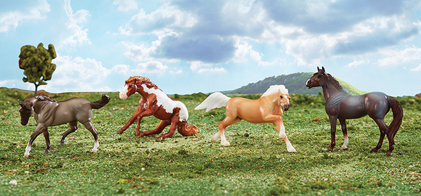 Breyer Horses Stablemates Wild at Heart Gift Set