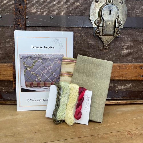 Trousse Brodée Shop Curated Embroidery Kit in Green
