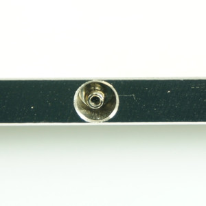 Vacuum conduit connects vacuum port to external hose barb fitting (located at the plate edge). Vacuum hose included.