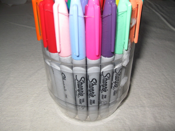 24 colorburst sharpies in fine point. Plastic cup not included