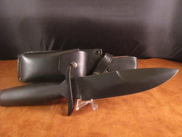 Vintage Carl Schlieper Survival Knife- mint, black non-reflective finish
