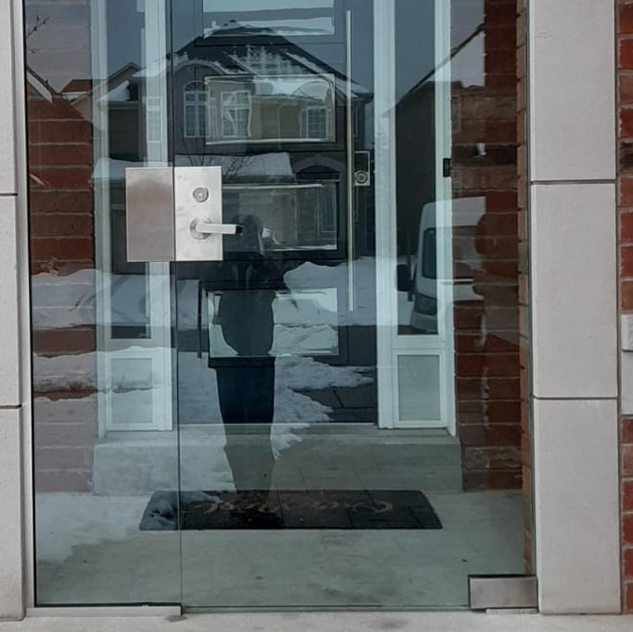 GDL510LHBS Glass Door Left Hand Center Lock with Dead latch