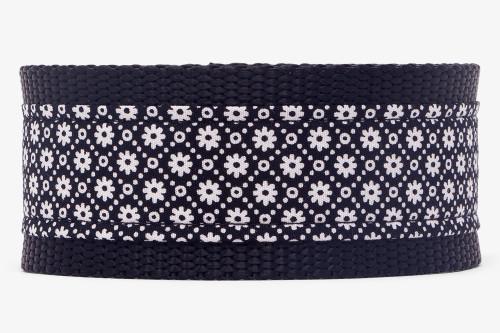 Black & White Daisy Chain Fabric Martingale