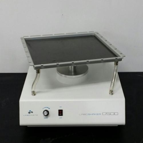 LaboShaker D500 for 3D shaking with a 295 x 295mm plataform Volt 110