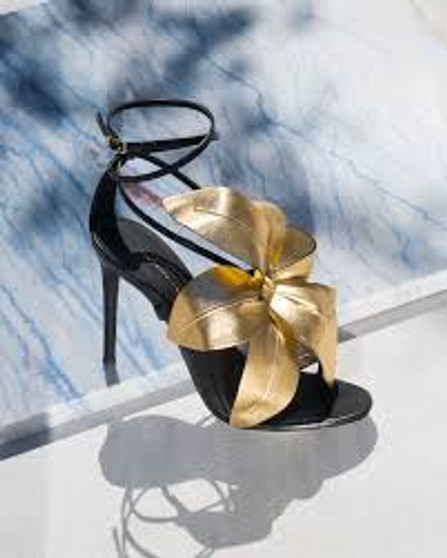 Lilium flower appliqué sandals