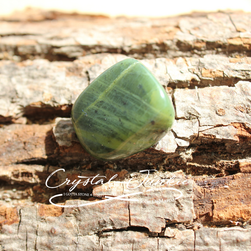 Green Jade can harmonize and balance the heart chakra, aiding in both emotional and physical well-being. It can be used to attract abundance and prosperity and to broadcast peace and loving kindness to all those in ones surroundings. It is a stone of abundance and can attract wealth and all kinds of prosperity. Stone is hand picked, spiritually cleansed and packaged with an abundance of gratitude and positive energy.