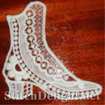 SD0924 Freestanding Lace Victorian Shoe