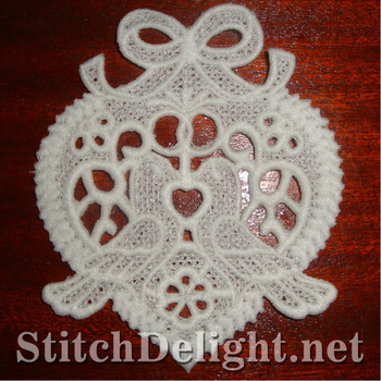 SD0982 Freestanding Lace Doves