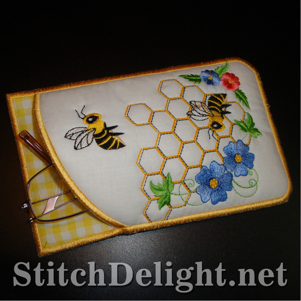 SD1222 Busy bee eyeglass case
