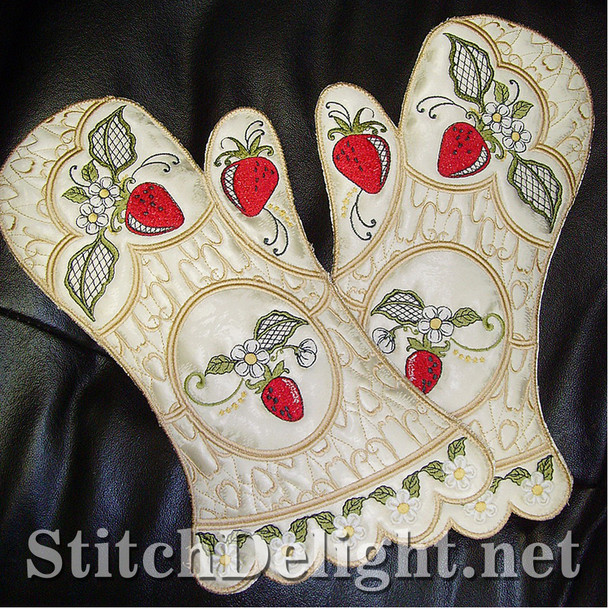 SD0691 Strawberry Oven Gloves