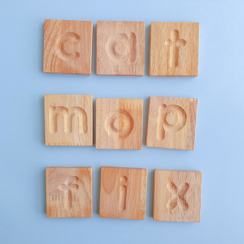 Q Toys Handmade Wooden Alphabet Tiles in Storage Box for Endless Play Collective (Writing and spelling tiles)