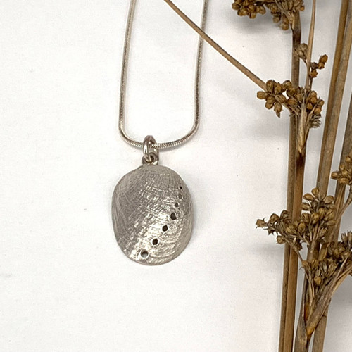 Sterling silver paua pendant from Bob Wyber.