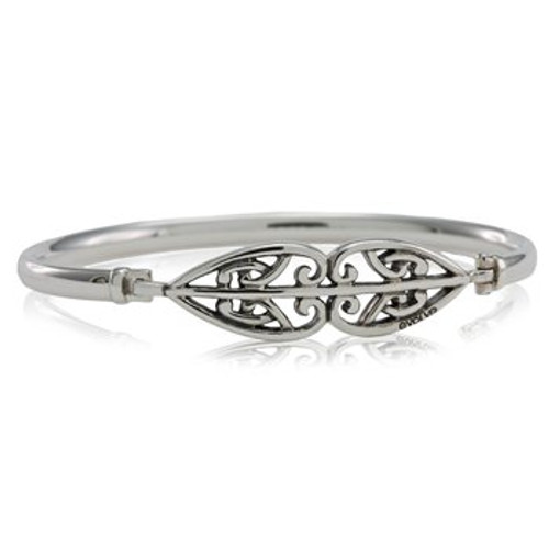 Sterling silver whanau family bangle from Evolve New Zealand.