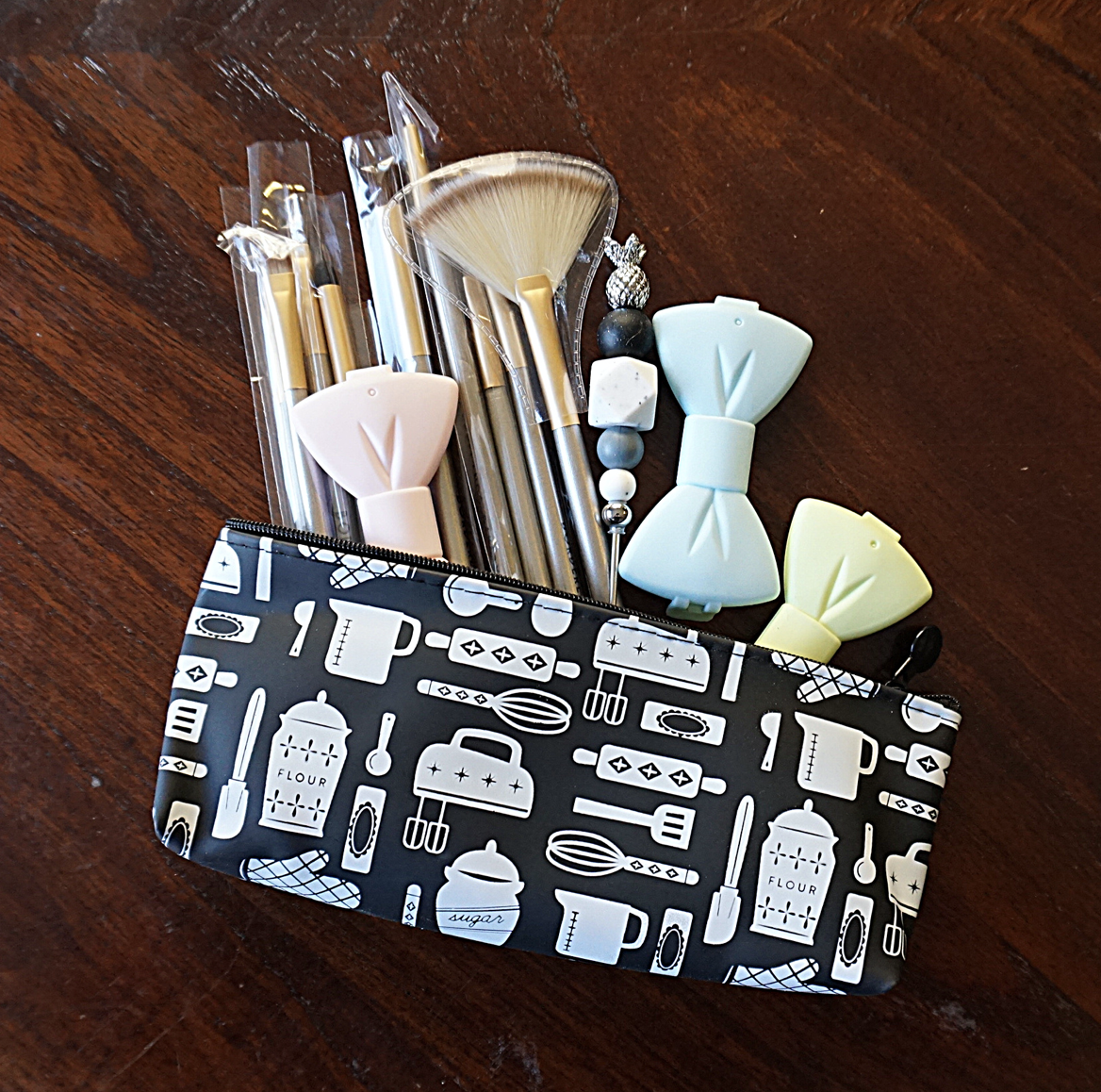 """Borderlands Bakery Silicone Pouch, 7.5""""x3"""""""