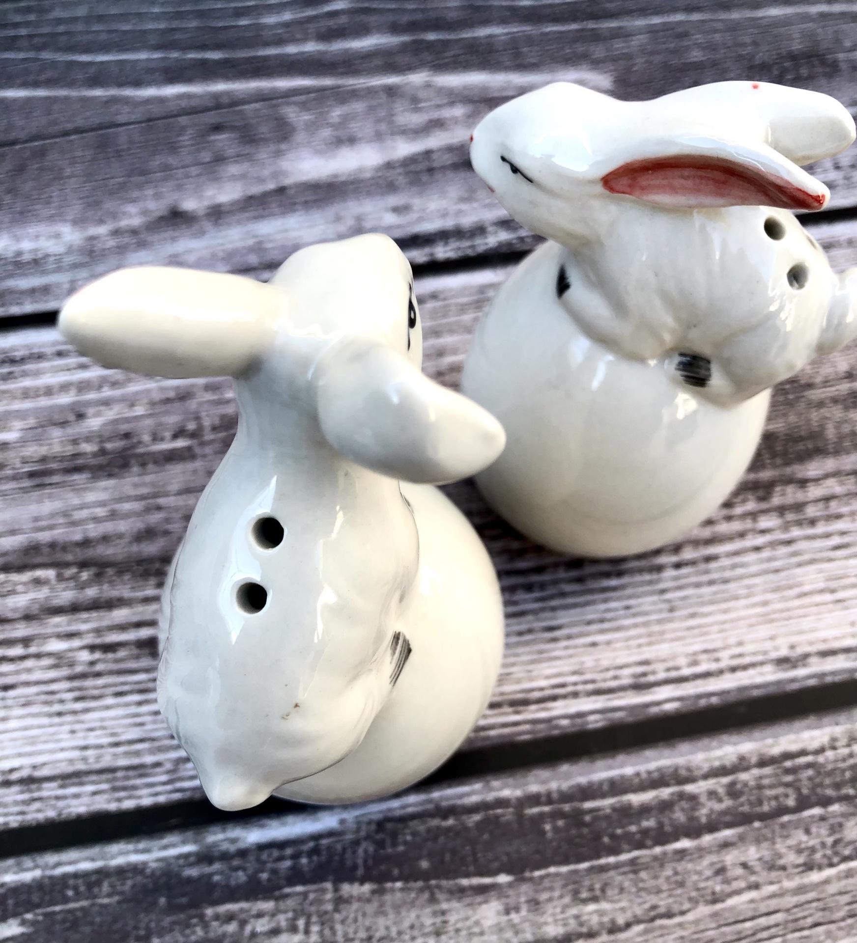 Rabbit on Egg, Salt & Pepper Shakers, set/2