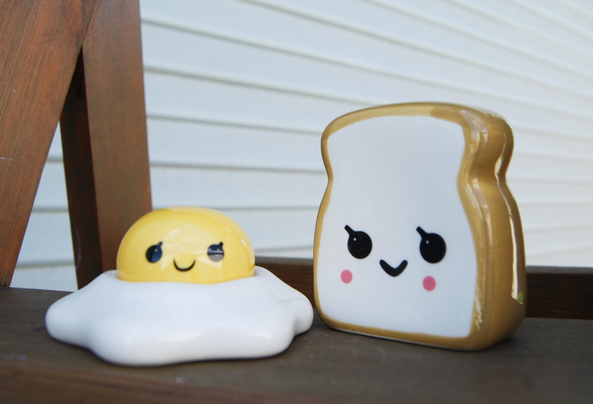 Egg/Toast Salt & Pepper Shaker Set
