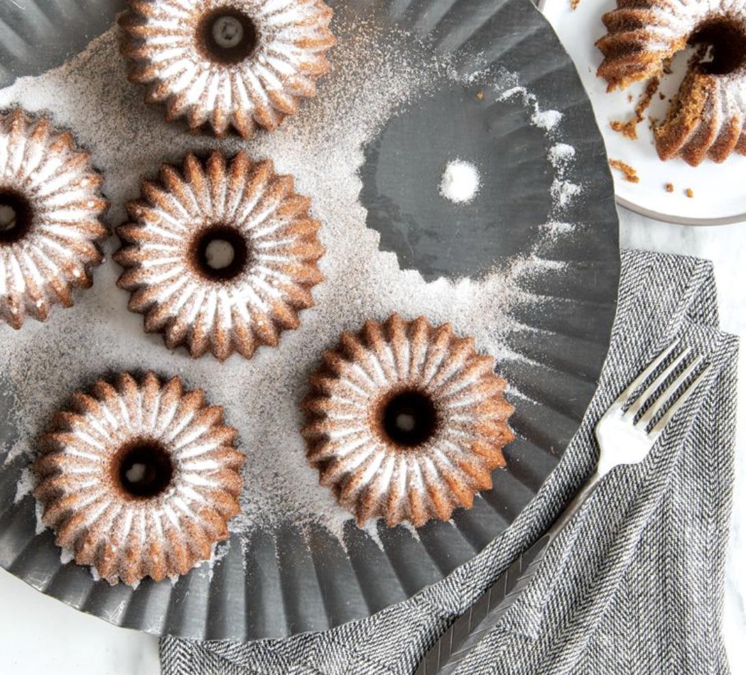 Brilliance Bundtlet Baking Pan, 5 cups