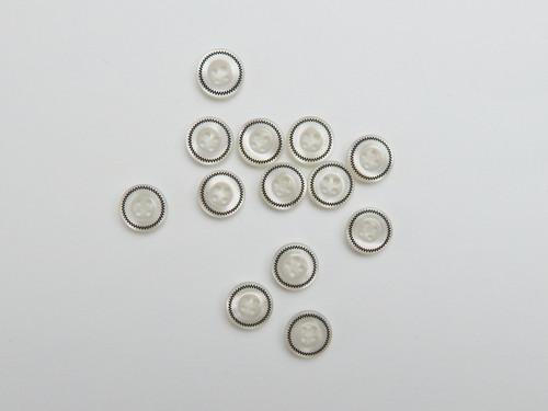 14 White shell shirt button, size 18