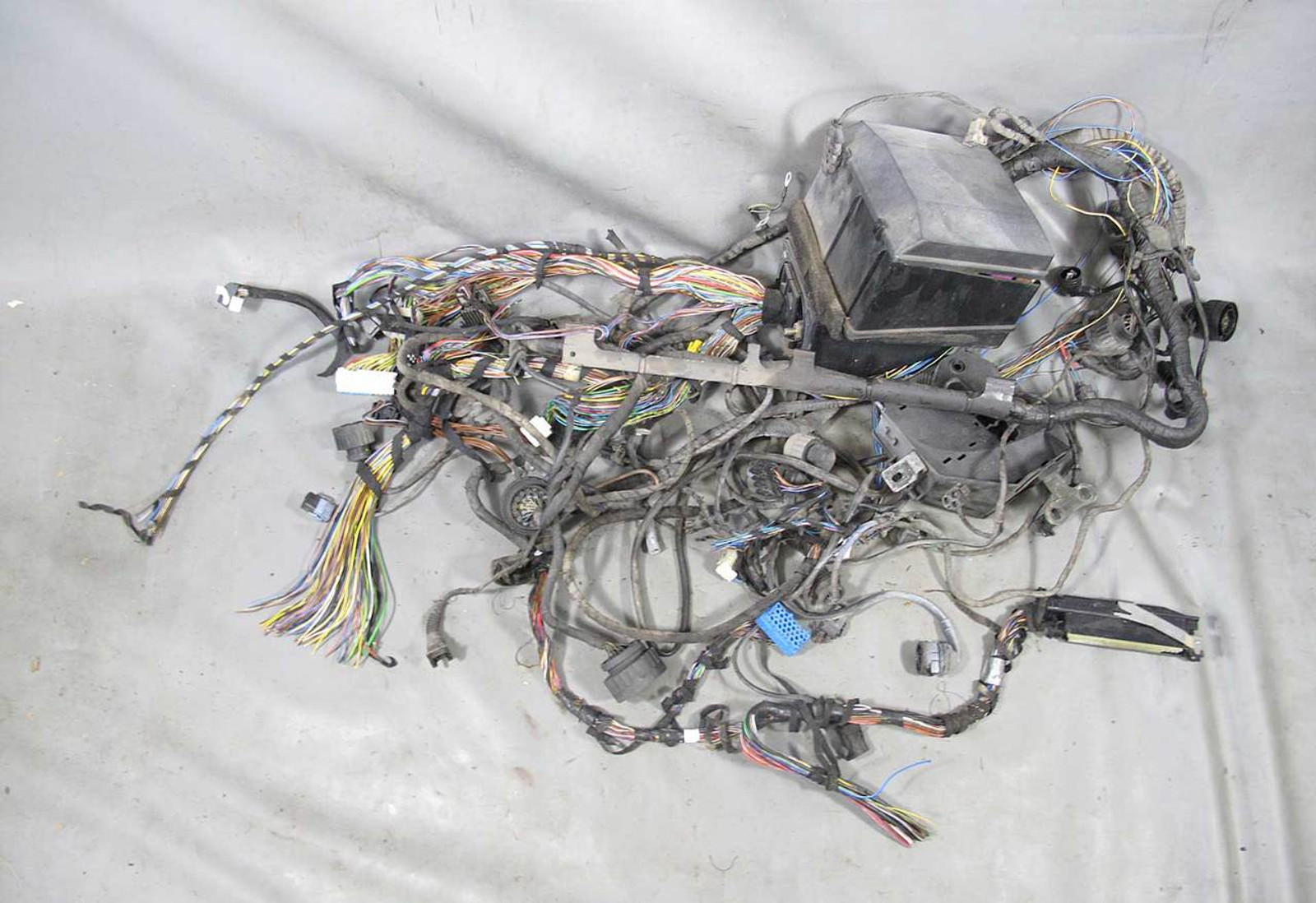 1994 1995 bmw e31 840i coupe body wiring harness w fuse box assembly used oem Bmw Fuse Box Harness