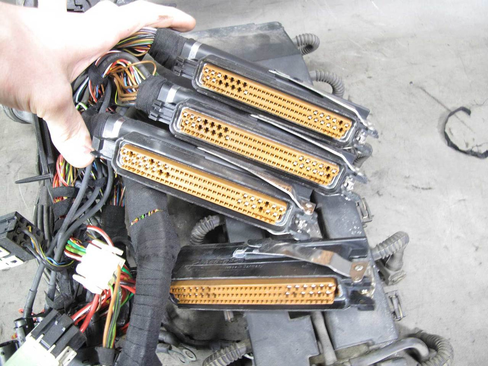 1996-1997 BMW E38 750iL M73 V12 Engine Wiring Harness Complete OEM - 20718
