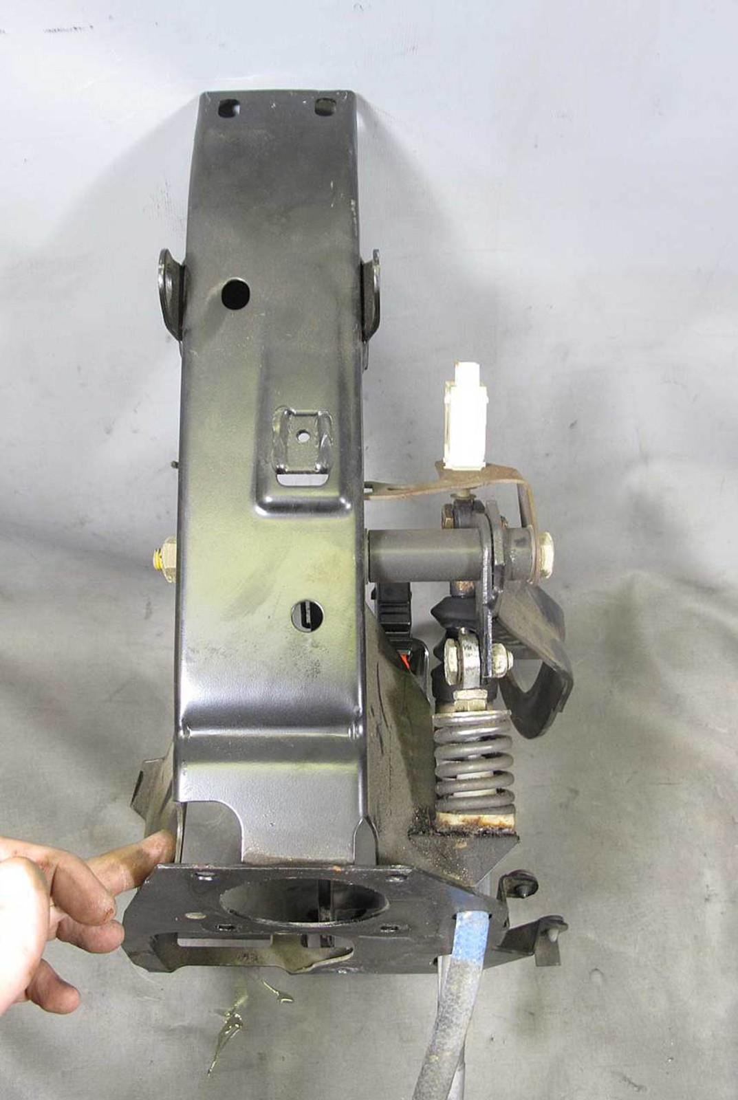 BMW E31 E34 E32 Clutch Pedals Bracket Bare Box Manual Trans M5 850 1988-1997 OEM