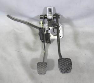 BMW E89 Z4 Roadster 28i 35i Factory Clutch Pedal Asssembly w Bracket Master Cyl