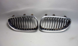 2004-2010 BMW E60 5-Serties E61 Factory Front Kidney Grille Pair Chrome OEM - 26067