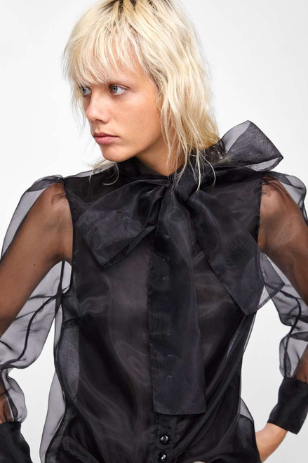 BLOUSE WITH TIED BOW ZARA