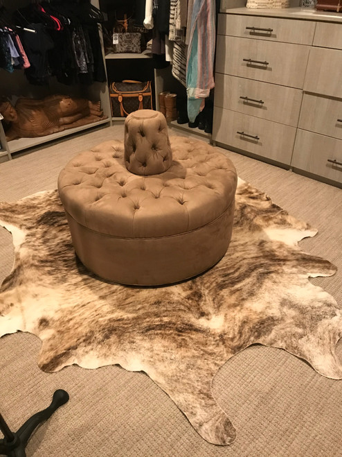 """Small closet bench circle sofa settee tufted 35"""" diameter with cone"""