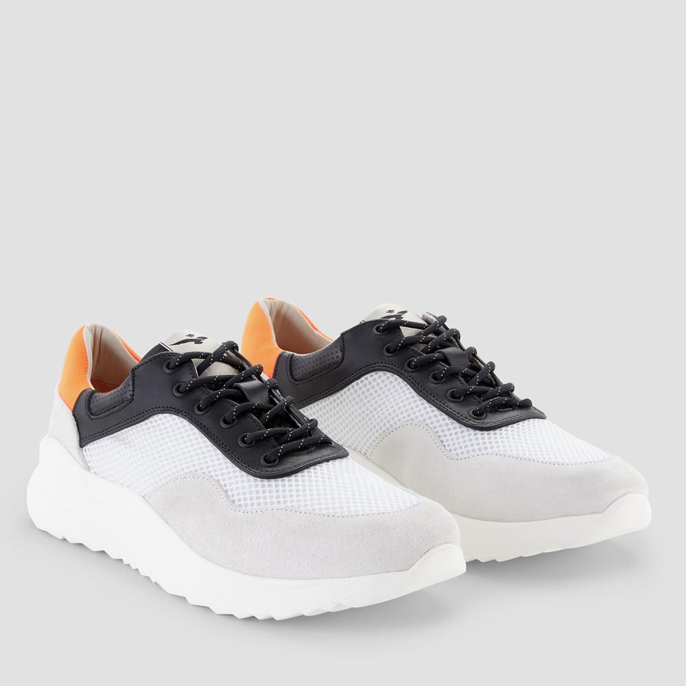 Flyer Black/White Sneakers