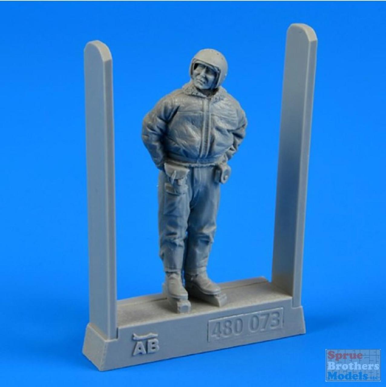 ARSAB480073 1:48 AeroBonus Soviet Air Force Pilot in Winter Suit Figure