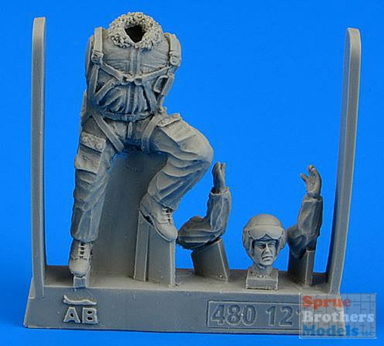 ARSAB480121 1:48 AeroBonus Soviet Pilot - The Cold War Period