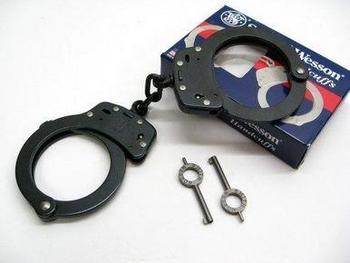 Smith & Wesson 100-1B Black Handcuffs