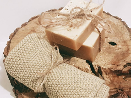 Paulie Yellow Clay Soap  For dry and sensitive skin. Hydrates the skin. Removes dead skin cells. Helps stimulate blood circulation. Leaves the skin feeling smooth, fresh and radiant.  Composition:Shea Butter, Yellow clay powder,, coconut oil, olive oil,Tea Tree oil
