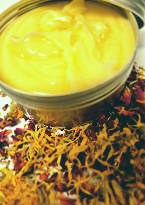 PAULIE CALENDULA CREAM 250G    The extracts of herbs showed more powerful antioxidant activity and keep the skin looking not only healthy but also more youthful.   Calendula ointments are often used to decrease dermatitis, eczema and to use on wounds and burns.     The most benefit of herbal extracts in skin care is belongs to their natural agents such as omega-3, vitamins and flavonoids.  Also the plant parts extracts contain natural nutrients like vitamin E that keeps skin healthy