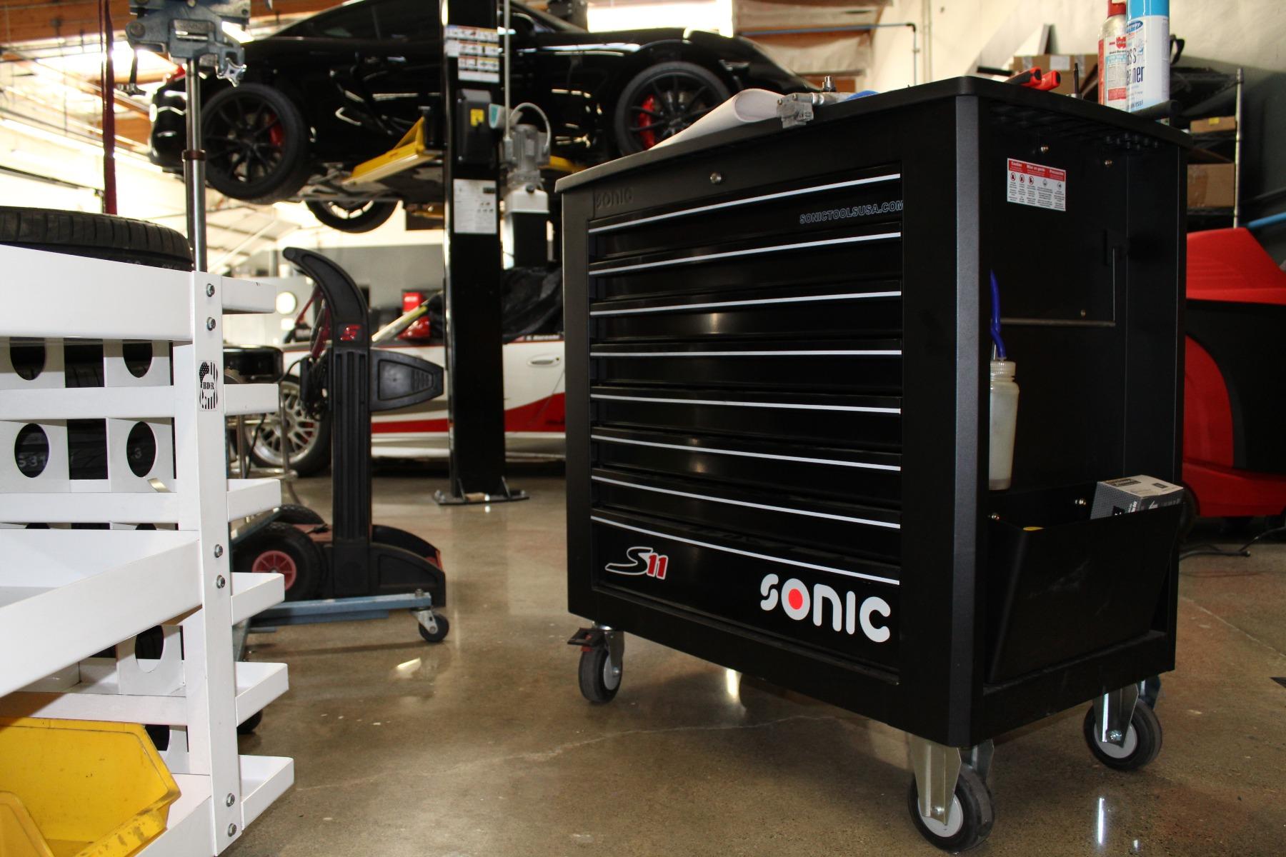 黑色S11工具箱