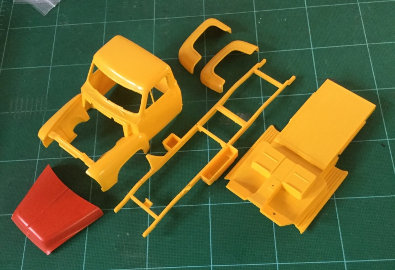 55 Ford Pickup Body & Chassis (Partial Kit), 1/24