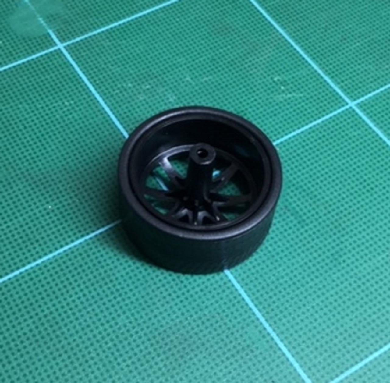 Large Black 8 Round-Spoke Wheels & Lo Profile Tires, 1/25, 1/16