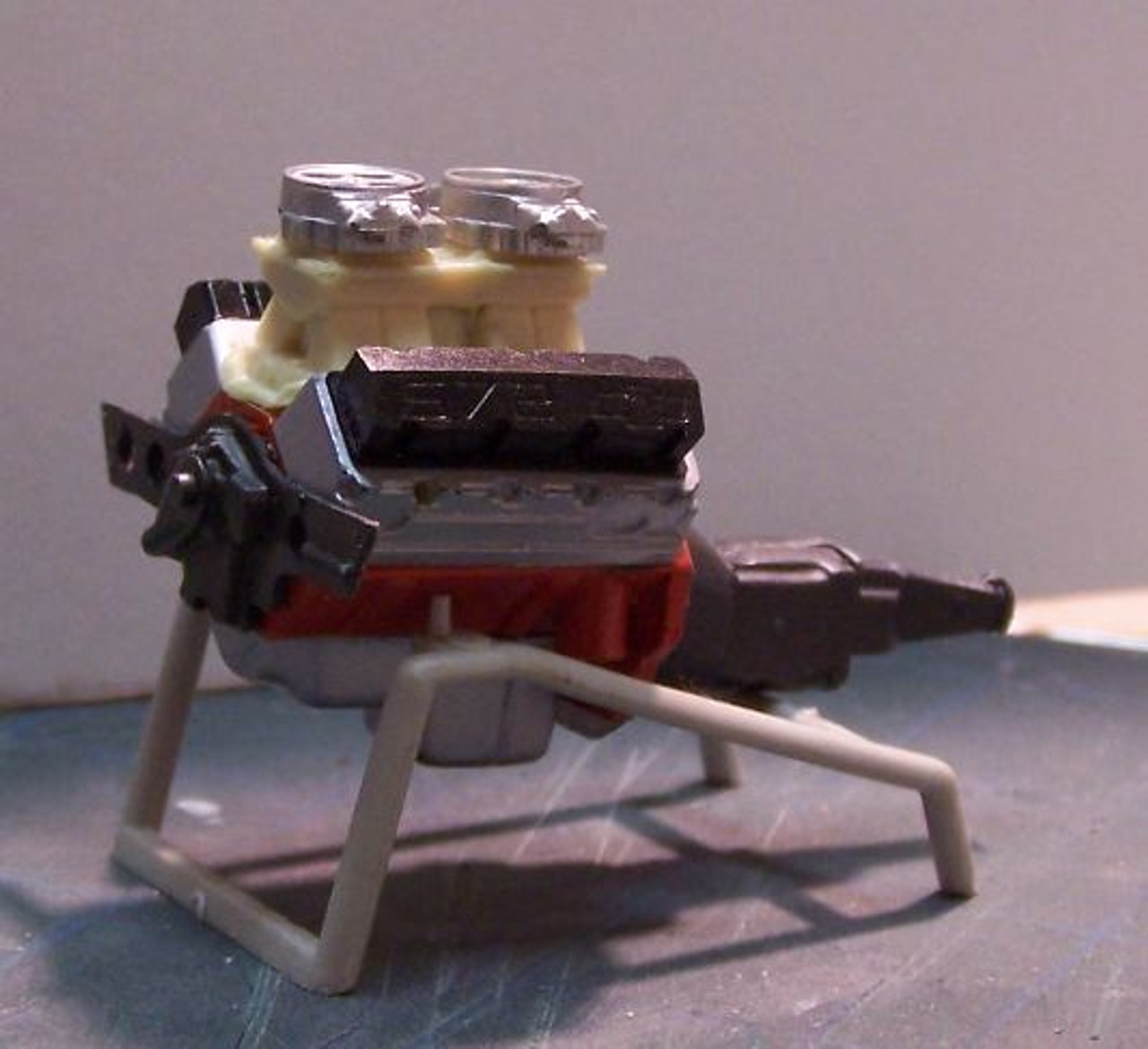 BBC 572 Tunnel Ram, 2-Carb Engine 1/25
