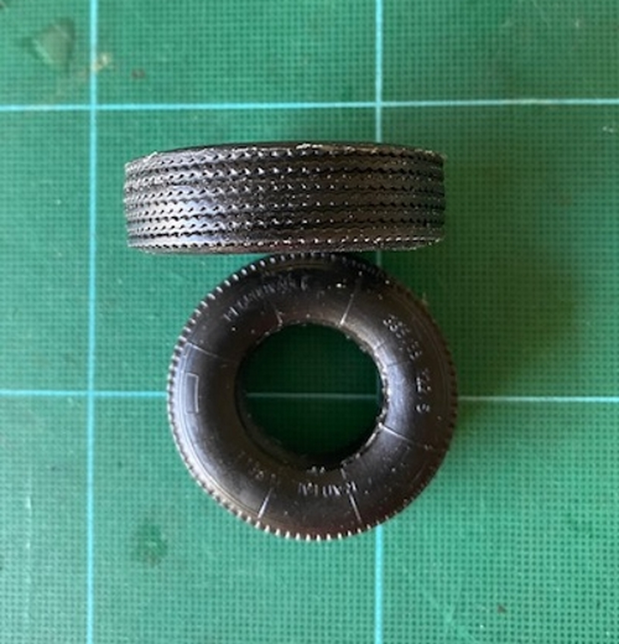 Large Narrow Street, 4x4 or Truck Tires, 1/25