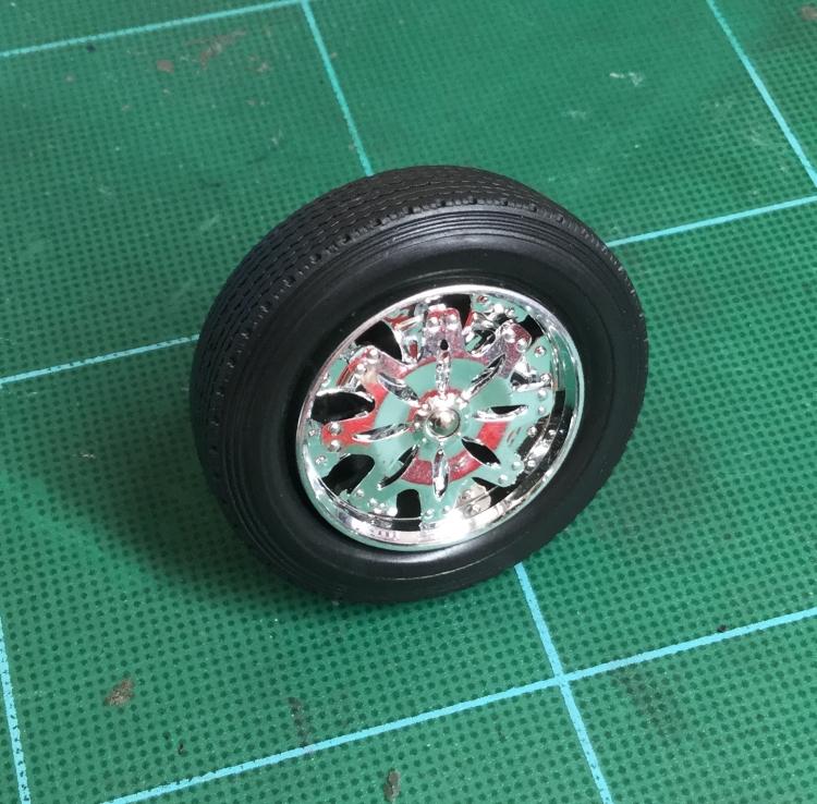chrome-wheel-on-truck-tire.jpg