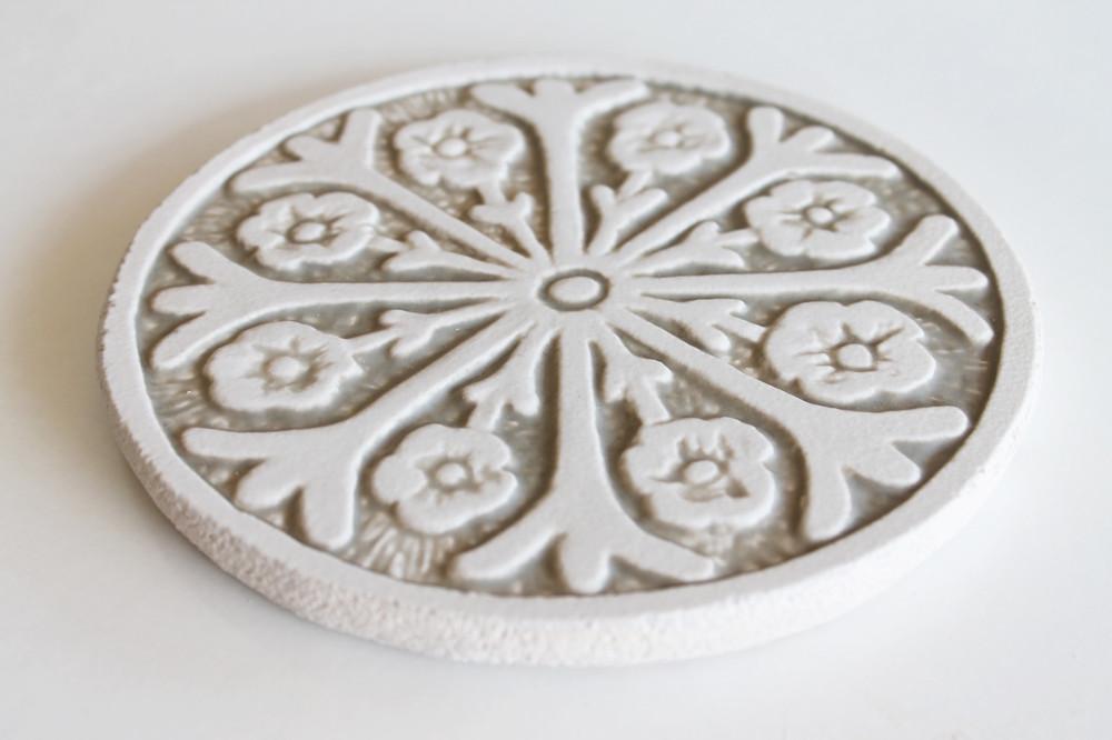 Suzani#2 Circular 15cm -White&Beige-Angle