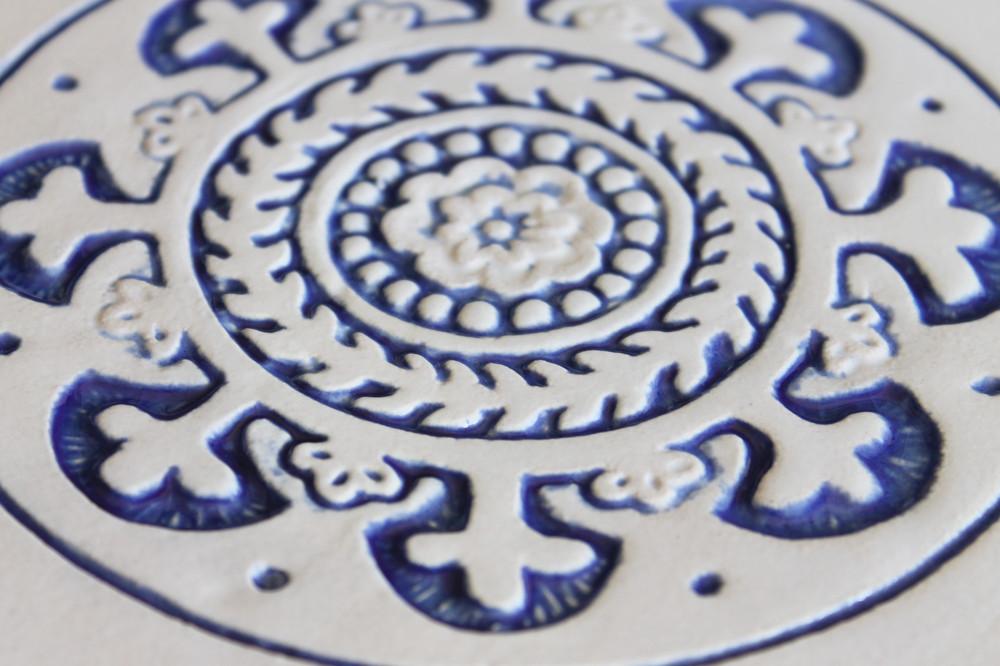 Suzani ceramic wall art  21cm - Border - Blue&White - Zoom