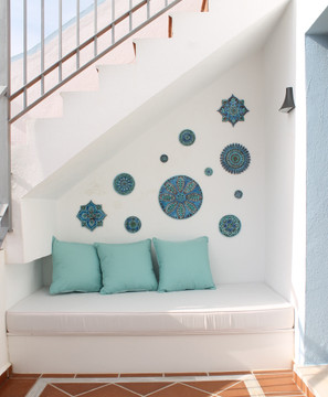 These circular handmade tiles make unique wall hangings for kitchens, bathrooms or outdoor wall art. Our blue and white decorative tiles can also be combined with our other circular tiles to make larger wall art installations.