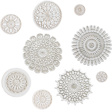 These circular handmade tiles make unique wall hangings for kitchens, bathrooms or outdoor wall art. Our beige and white decorative tiles can also be combined with our other circular tiles to make larger wall art installations.