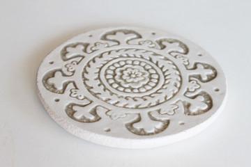 Suzani ceramic wall art #1 15cm - Border Beige&White - Angle
