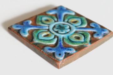 Suzani taco Pillar Tiles angle
