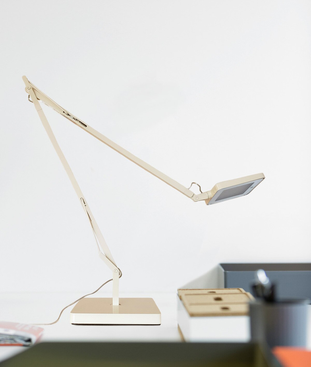 Kelvin LED Green Mode I Desk Lamp with Light Sensor in Canapa