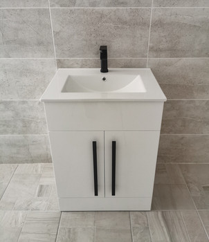 Melbourne 600 White With Black Handles