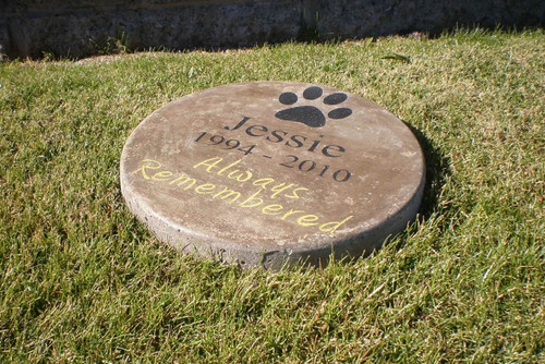 "Personalized Engraved Pet Memorial  Stone 11"" Diameter 'Always Remembered'"
